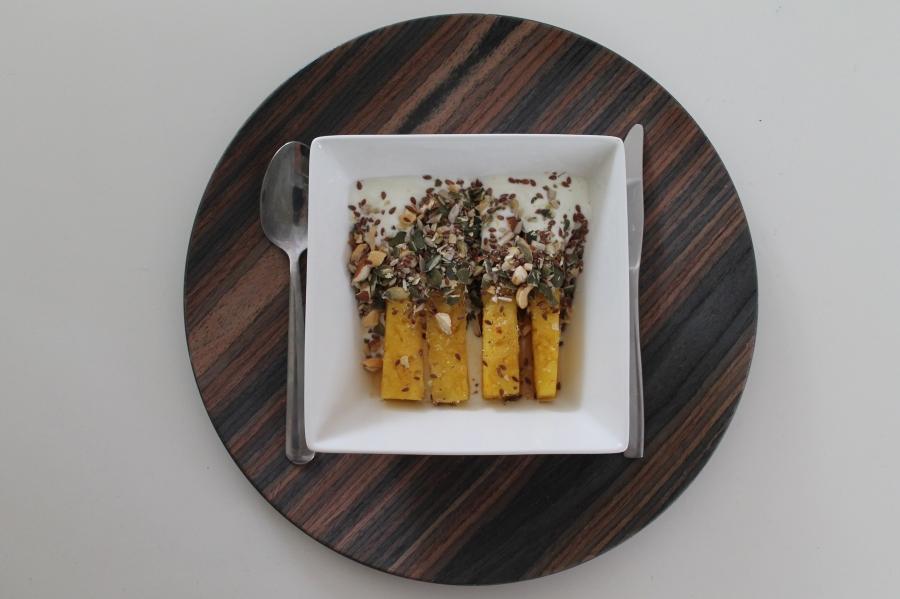 ananas met yoghurt en superfood