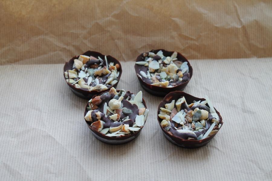 chocolade mandjes met noten en superfood